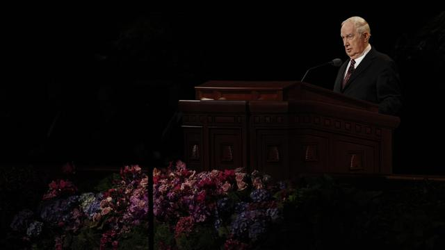 Elder Richard G. Scott of the Quorum of the Twelve Apostles speaks at the Sunday afternoon session of general conference, 7 October 2012